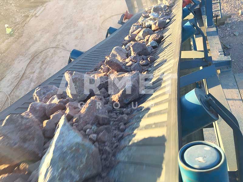 Мобильная конусная дробилка для щебня, конвейерная лента